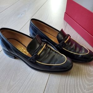 Loafer with small heel